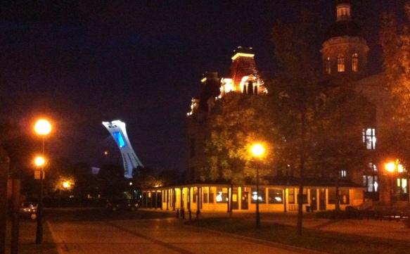 Hochelaga: Vorne die Markthalle, weit hinten das Olympiastadion. Fotos © Bopp