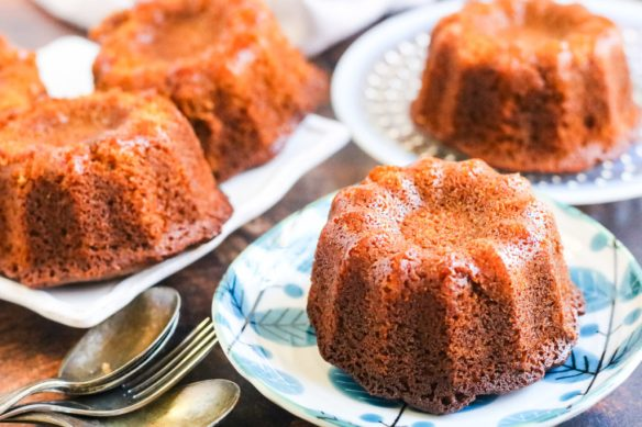 Honey-cake-whole-mini-la-horiz-1
